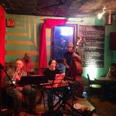 Elu with band at l'escalier